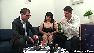 Slut with big tits is caught in 3some